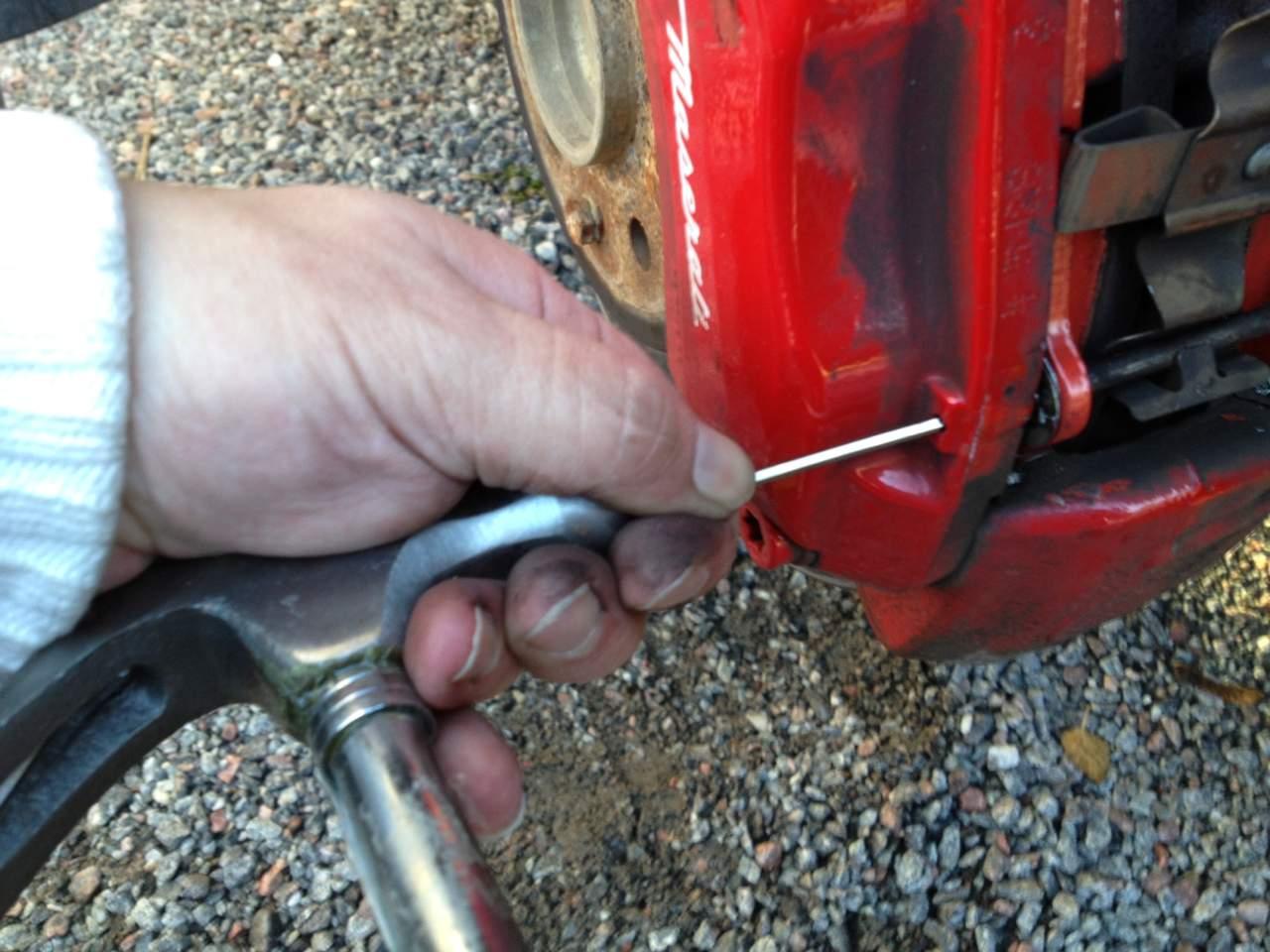 Changing Brake Pads-broms2.jpg