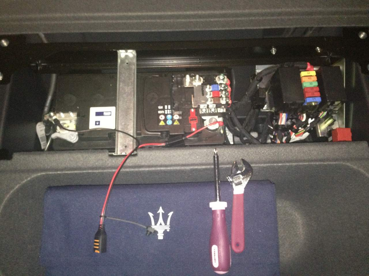 13239d1355816942 how connect trickle chrager img_1877 how to connect trickle chrager? maserati forum maserati quattroporte fuse box at gsmx.co